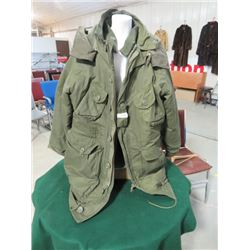 CANADIAN ARMY EXTREME COLD WEATHER PARKA (-40c) LONG LARGE SIZE (1990)