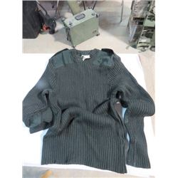 CANADIAN ARMY GREEN GARRISON WOOL SWEATER (SZ40)
