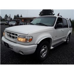 I1 --  2000 Ford Explorer Limited , White , 217161  KM's
