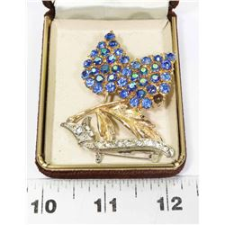 PAIR OF VINTAGE ESTATE BROOCHES, 1 IS MISSING A
