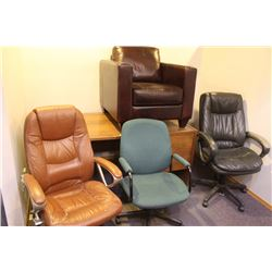 2 DESKS AND 4 ASSORTED CHAIRS
