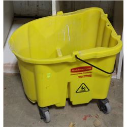 RUBBERMAID MOP BUCKET WITH ASSORTED CASTERS