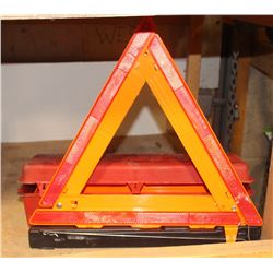 GROTE EMERGENCY TRIANGLE FLARE KIT