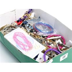 Box assorted costume jewellery