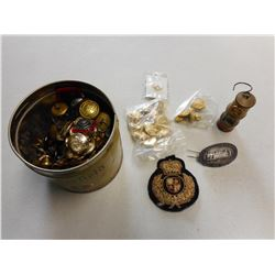 ASSORTED CANADIAN MILITARY BUTTONS, BADGES & BRASS PIECES