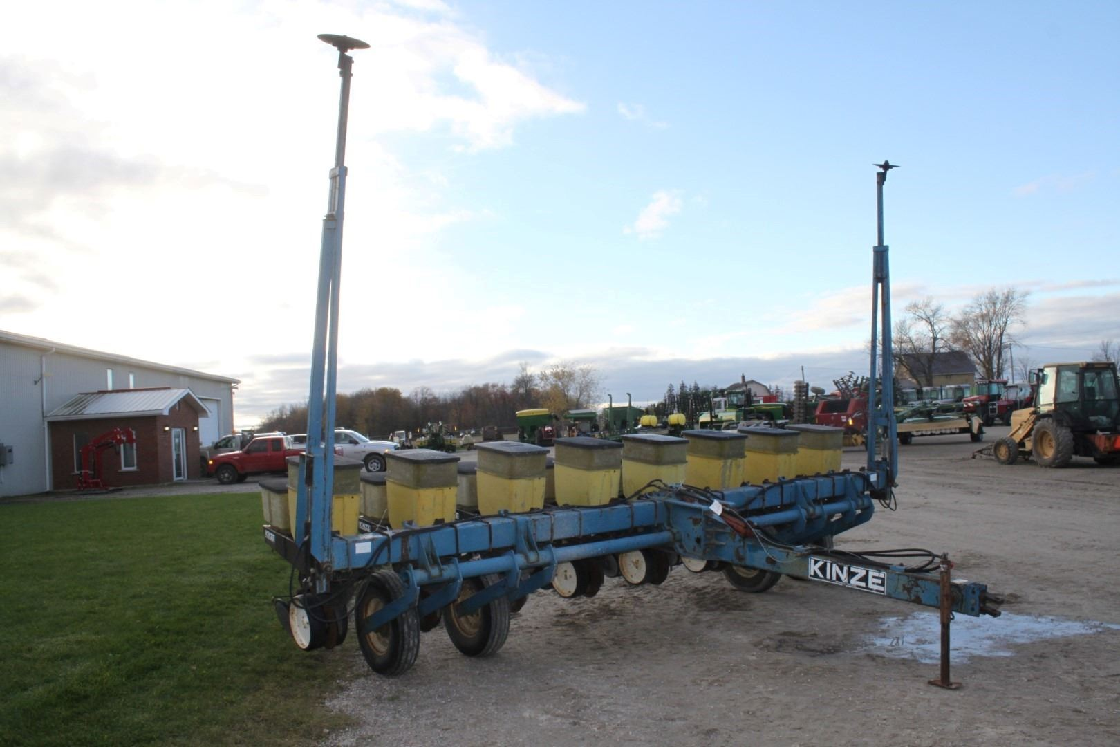 Kinze 8 Row Corn Planter Insectiside Local Trade