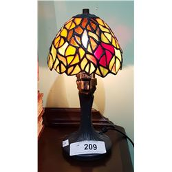 SMALL TIFFANY STYLE STAIN GLASS TABLE LAMP
