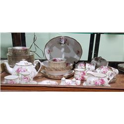 APPROX 83 PC ROYAL ALBERT AMERICAN BEAUTY CHINA SET