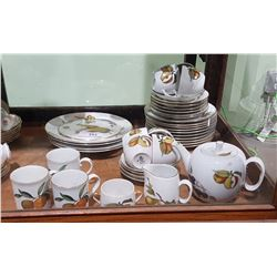 APPROX 38 PC ROYAL WORCESTER EVESHAM CHINA SET