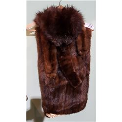 FOX FUR HAT, 4 MINK STOLES