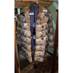 VINTAGE WOLF FUR COAT SIZE SMALL