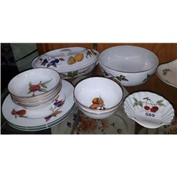 APPROX 12 PIECES ROYAL WORCESTER EVESHAM CHINA