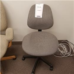 SMALL COMPUTER CHAIR/GRAY CLOTH/ADJUSTABLE