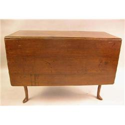 A QUEEN ANNE FIGURED WALNUT DROP LEAF TABLE