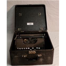 Vintage Underwood Type Writer in Carrying Case