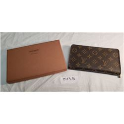 Louis Vuitton Ladies Zip Hand Wallet in Original Box (Original)