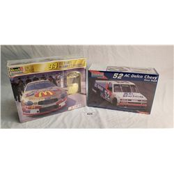 2 Racing Vehicle Model Kits