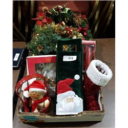 BOX LOT OF CHRISTMAS DÉCOR