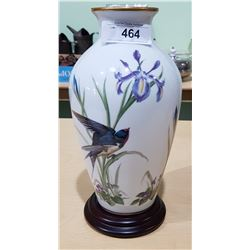 FRANKLIN PORCELAIN VASE W/ BIRD MOTIF ON STAND