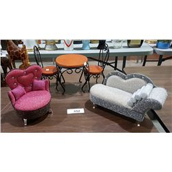 FIVE PIECES DOLLS FURNITURE