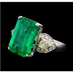9.40 ctw Emerald and Diamond Ring - 18KT White Gold