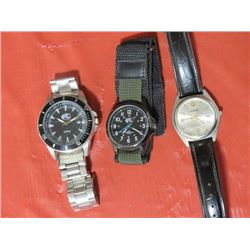 3 MEN'S WATCHES 2 QUARTZ, 1 GEORGE
