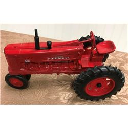 TOY TRACTOR - FARMALL 300