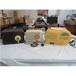 2 ANTIQUE RADIOS (BAKE-LITE) 1 REPO RADIO
