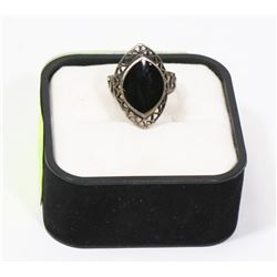 ESTATE .925 SILVER RING W/BLACK GEMSTONE