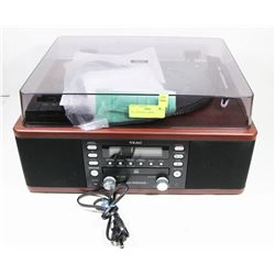 TEAC TURNTABLE, AM/FM