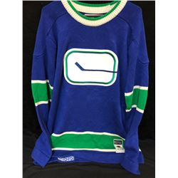 VANCOUVER CANUCKS CLASSIC HOCKEY SWEATER (SIZE XL)