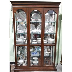 VINTAGE MAHOGANY DISPLAY CASE