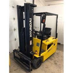 Hyundai HBF18T-5 ForkLift (2006) 3000lbs for outside/ Battery 48v not included but many choices avai