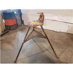 """RIDGID PIPE VISE STAND NO 40 A TRISTAND 1/8"""" 2-1/2"""""""