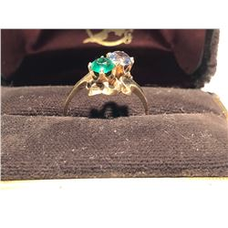 LADIES RING, SIZE 7 3/4, 10K GOLD WITH EMERALD & SAPPHIRE LOOK GEMS
