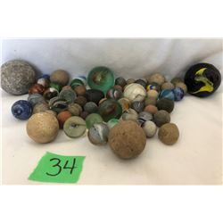 GR OF APPROX 50 MARBLES OF VARIOUS SIZES