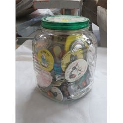 LOT OF LAPEL ADVERTISING BUTTONS IN KRAFT PEANUT BUTTER GLASS JAR