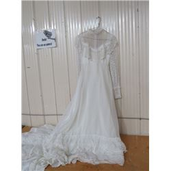 WEDDING DRESS, APPROX SIZE 6