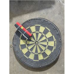 DART BOARD W/8 DARTS (MADE IN ENGLAND) *ONE SIDE NUMBERED*
