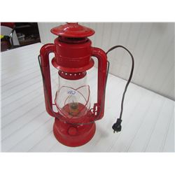 BARN LANTERN (DIETZ) *CONVERTED TO ELECTRIC, WORKS*