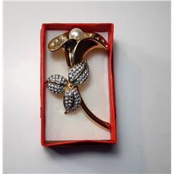 20)  VINTAGE GOLD TONE WITH PEARL &