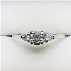 14) 14K WHITE GOLD 3 DIAMOND RING