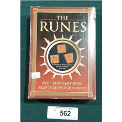 NEW IN BOX THE RUNES DIVINATION SET