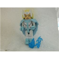 MINI FIGURE - WITH CAPE & 2 ACCESSORIES