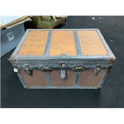 NO RESERVE VINTAGE TRUNK GREAT FOR CLASSIC CAR SHOWS