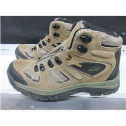 Read Head Hikers size 9w / cust returned / needs laces /like new cond.