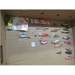 OVER 20 VINTAGE FISHING LURES