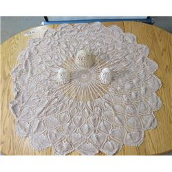 DOILY CENTER PIECE (ROUND) *46 INCHES*