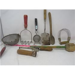HOUSEHOLD ITEMS (KITCHEN UTENSILS) *WOODEN HANDLES*