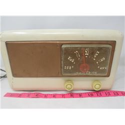 ELECTRIC RADIO (NORTHERN ELECTRIC) *VINTAGE* (CASE IS CRACKED)